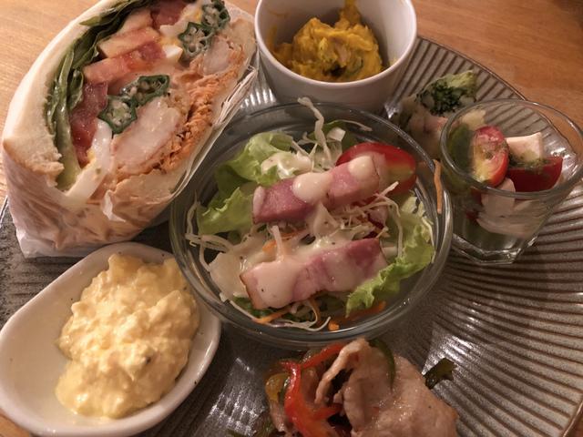 """<p>今回は名張市百合が丘のBRUGブルグさんにおじゃましてきました!</p> <p>そちらでBRUG ランチと本日のサンド、海老マヨサンドランチ、食後にカタラーナというデザートをいただいてきました!</p> <p>一つ一つ丁寧な盛り付けと、優しいお味で美味しかったです!</p> <p>2019年9月現在、ランチは月曜、水曜、金曜のみ営業となっているそうです。</p> <p>皆さまもぜひ!</p> <p></p> <p>ごちそうさまでした(o^^o)</p><div class=""""thumnail post_thumb""""><a href=""""""""><h3 class=""""sitetitle""""></h3><p class=""""description""""></p></a></div> ()"""