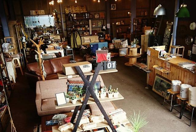 """<p>【 UNBALANCE 】Garage Interior Shop</p> <p>大分県大分市東浜1-9-29</p> <p>木材とスチールを組み合わせたインダストリアル感溢れる家具や西海岸テイスト、北欧風なデザインの家具を中心に、アウトレット・インテリア雑貨等。</p> <p>http://bit.ly/2HspbZf</p><div class=""""news_area is_type01""""><div class=""""thumnail""""><a href=""""http://bit.ly/2HspbZf""""><div class=""""image""""><img src=""""https://scontent-nrt1-1.cdninstagram.com/vp/5727511dbca8b93690e277bac979ebed/5D6BBF30/t51.2885-15/e35/58468466_2363327770610775_1982013633024374185_n.jpg?_nc_ht=scontent-nrt1-1.cdninstagram.com""""></div><div class=""""text""""><h3 class=""""sitetitle"""">UNBALANCE on Instagram: """"☆openopenopen☆  本日もopenしました☺ ・ 連日たくさんのご来店ありがとうございます???? ・ 今日も楽しくワイワイやってきましょーー???? ・ #大分市 #UNBALANCE #unbalance #アンバランス #大分家具 #大分雑貨interior…""""</h3><p class=""""description"""">139 Likes, 0 Comments - UNBALANCE (@unbalance222) on Instagram: """"☆openopenopen☆  本日もopenしました☺ ・ 連日たくさんのご来店ありがとうございます???? ・ 今日も楽しくワイワイやってきましょーー???? ・ #大分市 #UNBALANCE…""""</p></div></a></div></div> ()"""
