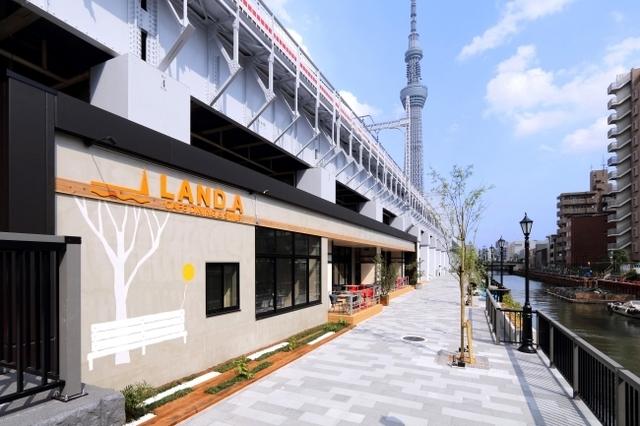 """<p>BBQができるテラスも完備しているカフェダイニング</p> <p>「LAND_A(ランド エー)」6月18日オープン!</p> <p>浅草と東京スカイツリータウンの2大観光拠点をつなぐ商業施設と</p> <p>宿泊施設が一体となった新高架下施設東京ミズマチに誕生。。</p> <p><a href=""""https://www.instagram.com/land_a_mizumachi/"""">https://www.instagram.com/land_a_mizumachi/</a></p> ()"""