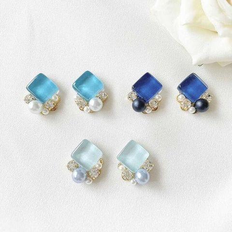"<p>こんにちは。ココチザッカです😊<br />作家『shiro』様をご紹介します。<br />爽やかなブルーのカラーと<br />定番パール×ゴールド<br />の新作アクセサリーが届きました✨<br />ブルーの透き通るカラーがとっても綺麗でおススメです🌷🌷🌷<br />https://www.instagram.com/p/CO1TvMKHtYP/<br /><br /></p> <p>●ココチザッカ営業日時変更のお知らせ●<br />臨時休業日 5/29(土)<br />振替営業日 5/30(日)<br /><br /></p> <p>レジにて無料ラッピングも承っております、お気軽にお声がけください!<br />また、プレゼント選びに悩まれている方は、スタッフにお声がけください。<br />お好みを聞いて、プレゼント選びのお手伝いをさせて頂きます。<br />お取り置き、全国郵送も可能です。クリックポストで送料188円~。<br />お問い合わせは、メールまたはお電話で受け付けております。<br />https://prtree.jp/n1/13299.html [DM販売について]</p> <p><br /><strong>cocochizakka</strong> 奈良県香芝市狐井613 2階 ・・・・・・・<br />open:10:00-17:00 close:日曜.木曜.第三水曜日<br /><strong>☎0745-44-8275</strong> mail:cocochizakka@gmail.com<br /><a href=""https://www.instagram.com/cocochizakka/"">Instagram</a><a href=""https://www.facebook.com/cocochizakka613/"">Facebook</a><a href=""/cocochizakka"">PRtree</a><a href=""https://cocochizakka.jimdofree.com/"">HP</a><br />近鉄五位堂駅より徒歩10分 敷地内に20台以上駐車可<br /><br /><strong>ココチキッチン奈良狐井</strong> 奈良県香芝市狐井613 1階 ・・・・・・・<br />open:11:00-14:30 17:30-21:30 close:木曜.第三水曜日<br /><strong>☎</strong><strong>0745-44-8275 ※完全予約制<br /></strong><a href=""https://www.instagram.com/cocochikitchen/"">Instagram</a><a href=""https://twitter.com/cocochikitchen"">twitter</a><a href=""https://www.facebook.com/cocochi.kitchen/"">Facebook</a><a href=""/cocochikitchen"">PRtree</a><a href=""http://www.cocochi-kitchen.com/"">HP</a><br /><br />🍝ランチご予約フォーム ☞ https://bit.ly/37LSktG<br />※ランチは11時~と13時~の二部制営業になります。<br />前々日(定休日除く)午前中迄のご予約でご利用下さい。<br />前々日(定休日除く)午後以降のご予約はお電話のみの受付になります。<br /><br />🍖ディナーご予約フォーム ☞ https://bit.ly/37LSktG<br />※ディナーは前々日(定休日除く)午前中迄にご予約願います。<br /><br />ココチキッチンメニュー ☞ http://bit.ly/2Lub1cd<br /><br /><a href=""https://bit.ly/2VkdWrd"">近鉄五位堂駅からの動画</a> <a href=""https://bit.ly/2wBiy48"">近鉄下田駅からの動画</a></p> <div class=""image"" style=""display: inline !important;""><img src=""/sv_image/w640h640/vf/K1/vfK135sFmv9tFVVs.jpg"" /></div> <div class=""news_area is_type01""> <div class=""thumnail""><a href=""https://www.instagram.com/p/B9Ghan-pUVe/""> <div "