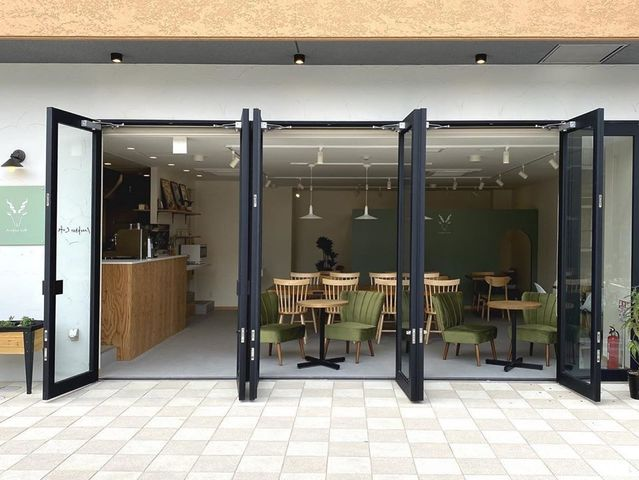"<p>「Markhor Cafe」6/20オープン</p> <p>そこに集う人たちに安らぎとパワーを与え</p> <p>丁寧に淹れたコーヒーや食事を提供するカフェ...</p> <p>https://bit.ly/3fEtoqV</p> <div class=""news_area is_type01""> <div class=""thumnail""><a href=""https://bit.ly/3fEtoqV""> <div class=""image""><img src=""https://scontent-nrt1-1.xx.fbcdn.net/v/t1.0-9/103583112_169338614574481_5959258622299740102_o.jpg?_nc_cat=108&_nc_sid=9e2e56&_nc_oc=AQkGa4XMQIhPwadJgwAsuCVzS1M3ALKC0TmiNKcA358d2qRqPMdGGUa11EFm8nH8HEk&_nc_ht=scontent-nrt1-1.xx&oh=023563f1a7405fbe31a052312df12820&oe=5F12399B"" /></div> <div class=""text""> <h3 class=""sitetitle"">マーコールカフェ (Markhor Cafe)</h3> <p class=""description"">マーコールカフェ (Markhor Cafe)さんが写真を追加しました</p> </div> </a></div> </div> ()"