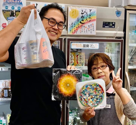 <p>BODYPITKYOTO院長藤崎進一。</p> <p>本当は、友人である『自然食品専門店オーガニックスペース琵琶湖』さんへ行ってきましたです。</p> <p>お客さん想いの優しい店主夫妻が切り盛りされています。</p> <p>安心安全の食材食品を販売されている良心的なお店です(笑)</p> ()