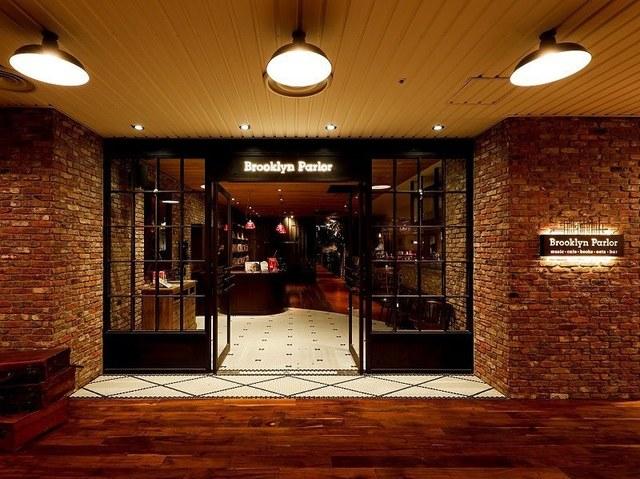 """<p>「Brooklyn Parlor OSAKA」</p> <p>N.Yブルックリンにインスパイアされた、</p> <p>ハイセンスで優雅なくつろぎ空間で、</p> <p>心地よい音楽とこだわりの酒食を愉しむ...</p> <p>http://bit.ly/35W88aU</p> <div class=""""news_area is_type01""""> <div class=""""thumnail""""><a href=""""http://bit.ly/35W88aU""""> <div class=""""image""""><img src=""""https://scontent-nrt1-1.cdninstagram.com/v/t51.2885-15/e35/s1080x1080/76961904_476336709740108_3237161548725426208_n.jpg?_nc_ht=scontent-nrt1-1.cdninstagram.com&_nc_cat=108&_nc_ohc=R8jwWEbvRS8AX9fH72Q&oh=7550f7e555a90d6657bfc718579645ed&oe=5EBA7563"""" /></div> <div class=""""text""""> <h3 class=""""sitetitle"""">ブルックリンパーラー大阪 on Instagram: """"????お持ち帰りOK!CRAFT HAMBURGER???? 今すぐ食べたい! Brooklyn Parlor Osakaの 『AUSSIE BEEF 100%』の本格バーガー . ミンチは毎日お店で粗挽きにし、 つなぎを一切使用しておりません。…""""</h3> <p class=""""description"""">84 Likes, 0 Comments - ブルックリンパーラー大阪 (@brooklynparlor_osaka) on Instagram: """"????お持ち帰りOK!CRAFT HAMBURGER???? 今すぐ食べたい! Brooklyn Parlor Osakaの 『AUSSIE BEEF 100%』の本格バーガー .…""""</p> </div> </a></div> </div> ()"""