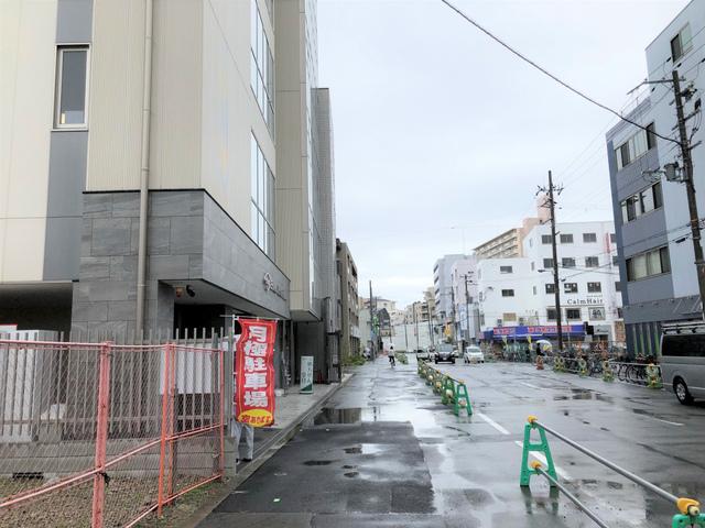 """<p>阪急淡路駅東出口徒歩1分にて、再開発エリア内に新規医療ビルができています。</p> <p>こちらは2018年4月建築の6階建ての貸店舗事務所用の建物となっています。</p> <p>基本的には、医療・美容関係・塾や教室等が出店可能となっております。</p> <p>24時間セキュリティーで防犯面もしっかりしており、エレベータは2基あります。</p> <p>前面ガラス張りで綺麗な建物です。</p> <p>となりにも同じような建物が建っており、兄弟ビルとして整形外科・内科・眼科クリニ</p> <p>ック等が診察連帯も可能となっています。</p> <p>今年の3月にJRおおさか東線淡路駅が開通し、令和8年頃に阪急淡路駅高架化工事</p> <p>完了予定になっています。これから更に人口増加傾向のあるこのエリア。</p> <p>建物周りもまだ開発中となっており、発展していく街の一つと言えるでしょう。</p> <p>現状では、まだ空き室の方もありますので気になる方・お店を出したい・開業したい等</p> <p>ありましたら、お気軽にココチ不動産までお問合せ下さい。</p> <p>TEL06-6326-6151</p> <p><br /><a href=""""http://www.cocochi-chintai.jp/"""">http://www.cocochi-chintai.jp/</a></p> <div class=""""news_area is_type01""""></div> <div class=""""news_area is_type01""""> <div class=""""thumnail""""><a href=""""http://www.cocochi-chintai.jp/""""> <div class=""""image""""><img src=""""../../sv_image/w640h640/uS/0q/uS0qMl4P5LrYQ4TY.jpg"""" /></div> <div class=""""text""""> <h3 class=""""sitetitle"""">大阪市東淀川区の賃貸お部屋探しなら『ココチ不動産』</h3> <p class=""""description"""">ココチ不動産のTOPページです。弊社は大阪市東淀川区の賃貸情報をお客様にご紹介しております。一人暮らし向けの物件から、ご家族でお住まいになれるファミリー向け物件まで幅広く取り揃えております。大阪市東淀川区へのお引越しはぜひココチ不動産へお任せ下さい!</p> </div> </a></div> </div> ()"""