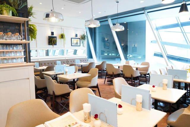 """<p>「ANNA'S by Landtmann」</p> <p>渋谷スクランブルスクエアの+Qビューティー内</p> <p>ウィーンの老舗カフェラントマンプロデュース</p> <p>身体の中から美しくをコンセプトとしたカフェ...<br /><br />http://bit.ly/2RuUhmt</p> <div class=""""news_area is_type02""""></div><div class=""""news_area is_type01""""><div class=""""thumnail""""><a href=""""http://bit.ly/2RuUhmt""""><div class=""""image""""><img src=""""https://scontent-nrt1-1.cdninstagram.com/v/t51.2885-15/e35/s1080x1080/74661319_937464426623139_8090289097197059190_n.jpg?_nc_ht=scontent-nrt1-1.cdninstagram.com&_nc_cat=103&_nc_ohc=lVTHvskgDrEAX_Ae6GT&oh=ca7daed84e900b4d50d01eb9489ad85f&oe=5EBD619B""""></div><div class=""""text""""><h3 class=""""sitetitle"""">ANNA'S by Landtmann Vienna on Instagram: """"おすすめのフォトスポット???? スムージーはテイクアウトもできます❣️  ♡ANNA'S by Landtmann Vienna♡ ((アンナーズ バイ ラントマン)) #渋谷スクランブルスクエア ショップ&レストラン6階 +Q (プラスク)ビューティー内 …""""</h3><p class=""""description"""">65 Likes, 0 Comments - ANNA'S by Landtmann Vienna (@annas_by_landtmann_vienna) on Instagram: """"おすすめのフォトスポット???? スムージーはテイクアウトもできます❣️  ♡ANNA'S by Landtmann Vienna♡ ((アンナーズ バイ ラントマン))…""""</p></div></a></div></div> ()"""