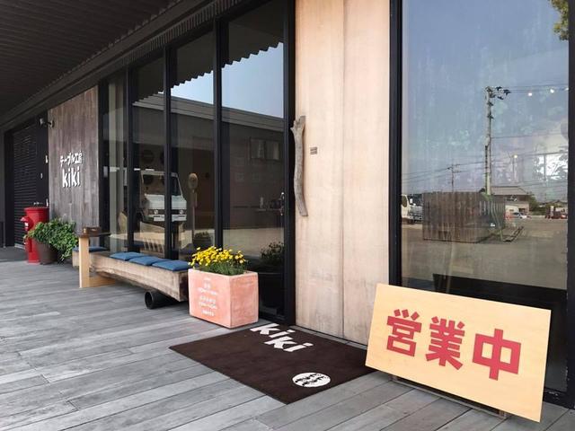 """<p>【 テーブル工房kiki 】無垢板テーブル販売</p> <p>徳島県板野郡北島町高房字百堤外35−1</p> <p>自然のままの無垢板テーブルを販売、無垢板テーブルと並んで木の時計は、kikiのかんばん商品。ほっこりゆったりと時間が流れるような時計がほしい。そんな思いでこつこつ作る。</p> <p>http://bit.ly/2kxXsgU</p><div class=""""news_area is_type01""""><div class=""""thumnail""""><a href=""""http://bit.ly/2kxXsgU""""><div class=""""image""""><img src=""""https://scontent-hkg3-2.cdninstagram.com/vp/47aff4686f3be685811ab39172206993/5DF575E6/t51.2885-15/e35/s1080x1080/67798584_357288151845923_6091380786677709182_n.jpg?_nc_ht=scontent-hkg3-2.cdninstagram.com&_nc_cat=111""""></div><div class=""""text""""><h3 class=""""sitetitle"""">kiki on Instagram: """"あっという間に9月、秋の気温になってきました。新作の椅子の紹介です。  村澤一晃さんデザインのアームチェア「pino ライト」登場です。 2脚ならんだ写真の 左がpino 、右がpino ライト…""""</h3><p class=""""description"""">68 Likes, 2 Comments - kiki (@tablekoubo_kiki) on Instagram: """"あっという間に9月、秋の気温になってきました。新作の椅子の紹介です。  村澤一晃さんデザインのアームチェア「pino ライト」登場です。 2脚ならんだ写真の 左がpino 、右がpino ライト…""""</p></div></a></div></div> ()"""