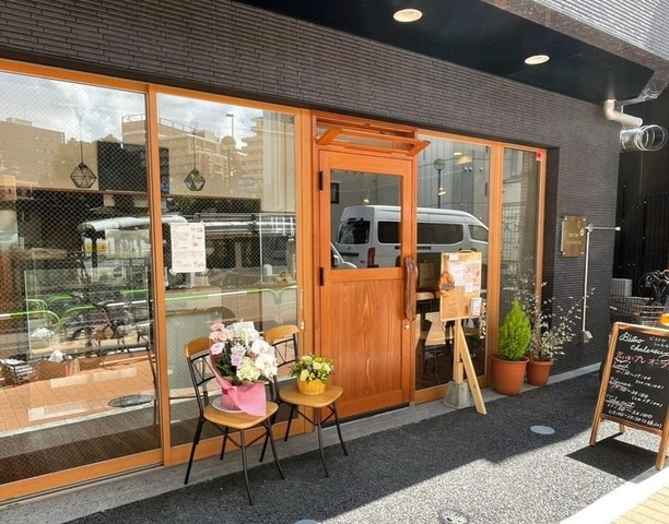 """<div>『BISTRO chaleureux』8/3.GrandOpen</div> <div>ご夫婦で営むアットホームなビストロ。</div> <div>東京都北区滝野川5-2-3ヴァローレ西巣鴨1階</div> <div>https://www.instagram.com/bistro_chaleureux/</div> <div><iframe src=""""https://www.facebook.com/plugins/post.php?href=https%3A%2F%2Fwww.facebook.com%2Fshiori.kuninaka%2Fposts%2F10208629869341556%3A0&show_text=true&width=500"""" width=""""500"""" height=""""534"""" style=""""border: none; overflow: hidden;"""" scrolling=""""no"""" frameborder=""""0"""" allowfullscreen=""""true"""" allow=""""autoplay; clipboard-write; encrypted-media; picture-in-picture; web-share""""></iframe></div> ()"""