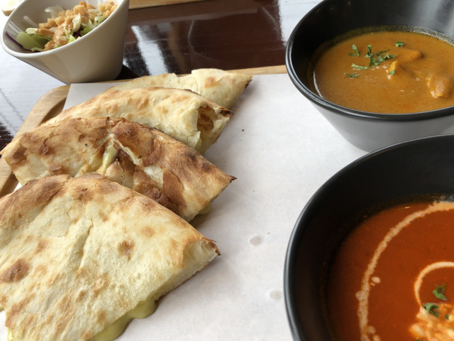 """<p>みなさんこんにちは(・∀・)ノ</p> <p>またまた三重県名張市のインド創作料理「プラーナ」さんにおじゃましてきました!</p> <p>今回は「アボカドチーズナンセット」を。</p> <p>カレーはチキンカレーとキーマカレーをチョイス。</p> <p>ナンは濃厚でデリシャス!</p> <p>カレーは辛さ「ホット」にしていただきました。</p> <p>いつも変わらぬ美味しさでした!</p> <p>みなさまもぜひ!</p> <p>アボカドチーズナンセットは6/3までです❤</p> <p>ごちそうさまでした(о´∀`о)</p> <div class=""""thumnail post_thumb""""></div><div class=""""thumnail post_thumb""""><a href=""""""""><h3 class=""""sitetitle""""></h3><p class=""""description""""></p></a></div> ()"""