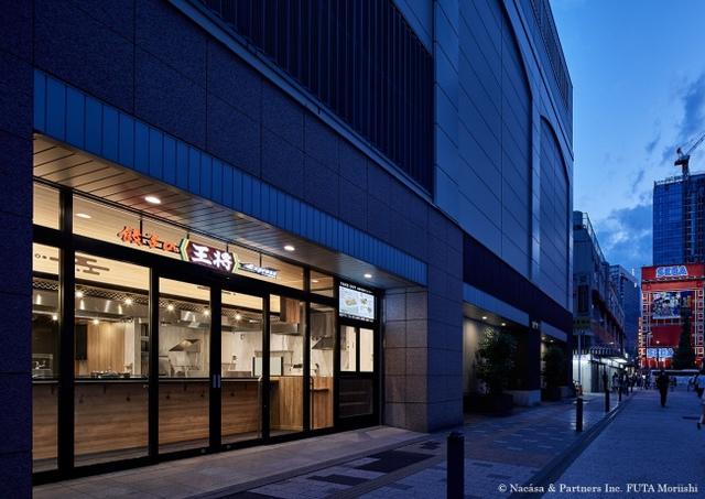 """<p>おいしい!早い!新しい!餃子の王将の新業態1号店</p> <p>「餃子の王将Expressアトレ秋葉原店」6月27日オープン!</p> <p>餃子の王将初の全席スタンディングスタイルのお店</p> <p>営業時間は6時~25時で朝からラーメンもいただける。</p> <p>駅構内や狭小物件など、今後の店舗展開を見据えたお店。。。</p> <p>http://bit.ly/31PcTlH</p><div class=""""news_area is_type01""""><div class=""""thumnail""""><a href=""""http://bit.ly/31PcTlH""""><div class=""""image""""><img src=""""https://www.ohsho.co.jp/common/img/og_image.png""""></div><div class=""""text""""><h3 class=""""sitetitle"""">おいしい! 早い! 新しい! 新業態1号店「餃子の王将Expressアトレ秋葉原店」オープンのお知らせ   お知らせ   餃子の王将</h3><p class=""""description"""">お知らせをご覧いただけます。餃子へのこだわりから種類豊富な中華料理メニューのご紹介、お得なイベント・フェア情報まで。餃子の王将の公式サイトです。</p></div></a></div></div> ()"""