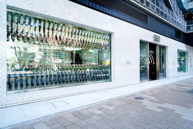 "<p>【 KITH TOKYO STORE 】2020.7/4オープン</p> <p>KITH(キス)初のインターナショナル旗艦店。</p> <p>東京都渋谷区神宮前6-20-10 MIYASHITA PARK North 1階、2階</p> <p>https://kithtokyo.com/</p><div class=""thumnail post_thumb""><a href=""https://kithtokyo.com/""><h3 class=""sitetitle"">Kith Japan</h3><p class=""description"">Kith Japan</p></a></div> ()"