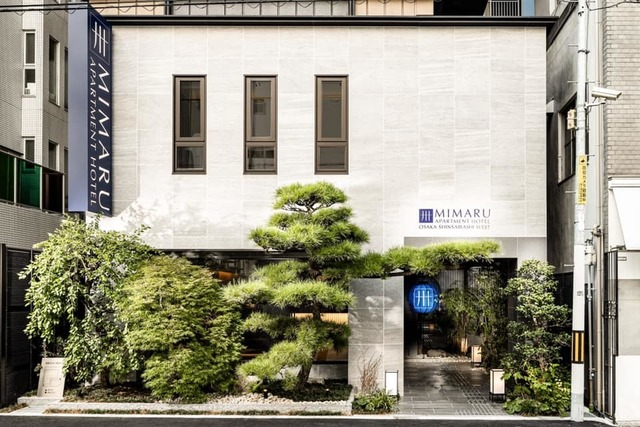 """<div>『MIMARU大阪 心斎橋WEST』</div> <div>夏水組によるデザイン監修、イタリアと日本の伝統工芸を</div> <div>気軽に体験できるアパートメントホテル。</div> <div>大阪市西区新町1丁目24-1</div> <div>https://www.instagram.com/mimaruhotels/</div> <div><iframe src=""""https://www.facebook.com/plugins/post.php?href=https%3A%2F%2Fwww.facebook.com%2Fmimaruhotels%2Fposts%2F1146465042499578&width=500&show_text=true&height=746&appId"""" width=""""500"""" height=""""746"""" style=""""border: none; overflow: hidden;"""" scrolling=""""no"""" frameborder=""""0"""" allowfullscreen=""""true"""" allow=""""autoplay; clipboard-write; encrypted-media; picture-in-picture; web-share""""></iframe></div> ()"""