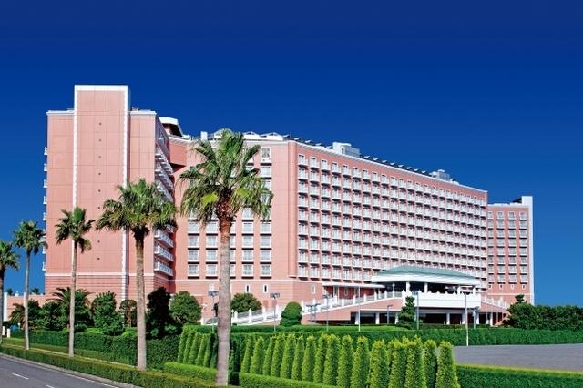 "<p>『GRAND NIKKO TOKYO BAY MAIHAMA』7/1リブランドオープン</p> <p>東京ディズニーリゾート®オフィシャルホテル。</p> <p>東京ベイ舞浜ホテルクラブリゾートよりリブランド。</p> <p>住所:千葉県浦安市舞浜1-7</p> <p>https://tokyobay.grandnikko.com/</p><div class=""news_area is_type01""><div class=""thumnail""><a href=""https://tokyobay.grandnikko.com/""><div class=""image""><img src=""https://tokyobay.grandnikko.com/ogp.jpg""></div><div class=""text""><h3 class=""sitetitle"">【公式】グランドニッコー東京ベイ 舞浜 | 東京ディズニーリゾート®・オフィシャルホテル</h3><p class=""description"">「グランドニッコー東京ベイ 舞浜」は、703室の客室数、様々な用途に使える13の宴会場、結婚式場等を擁し、東京湾を臨むアーバンリゾートの雰囲気が漂う舞浜に位置するホテルです。</p></div></a></div></div> ()"