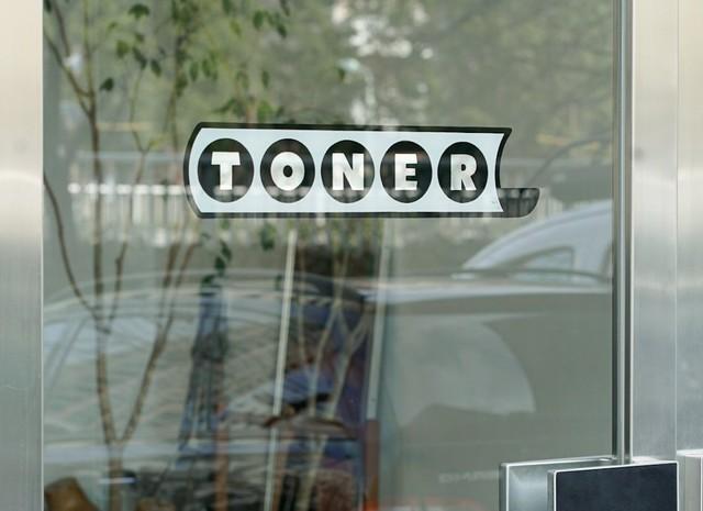 """<div>「TONER」プレオープン中</div> <div>CAFE RESTAURANT WORKSHOP PLAYGROUND。</div> <div>https://g.page/TONER_TOKYO?share</div> <div>https://www.instagram.com/toner_tokyo/</div> <div>https://www.facebook.com/tonertokyo</div> <div></div><div class=""""news_area is_type02""""><div class=""""thumnail""""><a href=""""https://g.page/TONER_TOKYO?share""""><div class=""""image""""><img src=""""https://lh5.googleusercontent.com/p/AF1QipP5Pq9gNdtE24uNCbTQ414YgxGc0hiiD1a-CNUt=w256-h256-k-no-p""""></div><div class=""""text""""><h3 class=""""sitetitle"""">TONER</h3><p class=""""description"""">★★★★☆ · レストラン · 西五反田3丁目8−3 町原ビル 1F</p></div></a></div></div> ()"""