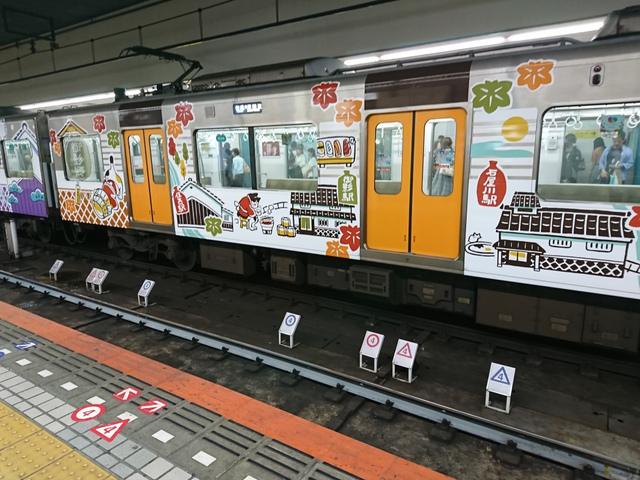 """<p>みなさんこんにちは(・∀・)ノ</p> <p>近鉄大阪難波駅にいたら、賑やかな電車が入ってきましたよ。</p> <p>たまには出かけるのもいいですね!</p> <p></p><div class=""""thumnail post_thumb""""><a href=""""""""><h3 class=""""sitetitle""""></h3><p class=""""description""""></p></a></div> ()"""