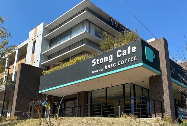"""<p>「Stong Cafe」4/1オープン</p> <p>住宅型有料老人ホームのテラシス桜花1F</p> <p>地域の方々に開かれた集いの場、憩いの場としてのカフェ...</p> <p>https://bit.ly/2xPouqb</p> <div class=""""news_area is_type01""""> <div class=""""thumnail""""><a href=""""https://bit.ly/2xPouqb""""> <div class=""""image""""><img src=""""https://scontent-nrt1-1.cdninstagram.com/v/t51.2885-15/e35/s1080x1080/90234667_2630416380527949_6216514494107325635_n.jpg?_nc_ht=scontent-nrt1-1.cdninstagram.com&_nc_cat=109&_nc_ohc=R1-SJ5kcc10AX_RJKwQ&oh=17f8e4867f8fc09013610db61a2bec0c&oe=5EAE3B5E"""" /></div> <div class=""""text""""> <h3 class=""""sitetitle"""">REC COFFEE on Instagram: """"【全面監修のカフェOPENのお知らせ】  REC COFFEE が全面的に監修するカフェ 『Stong Cafe Powered by REC COFFEE』 (ストングカフェ パワード バイ レックコーヒー)  が、2020年4月1日(水) 9:00より…""""</h3> <p class=""""description"""">651 Likes, 4 Comments - REC COFFEE (@rec_coffee) on Instagram: """"【全面監修のカフェOPENのお知らせ】  REC COFFEE が全面的に監修するカフェ 『Stong Cafe Powered by REC COFFEE』 (ストングカフェ パワード…""""</p> </div> </a></div> </div> ()"""