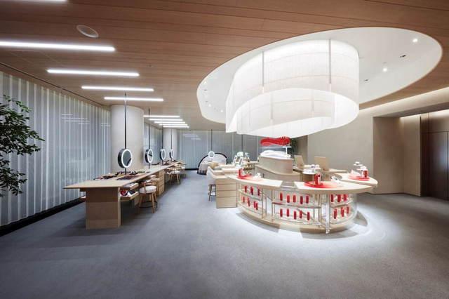 "<div>SHISEIDOが展開する路面店として世界最大規模の店舗面積を誇る旗艦店<br />「SHISEIDO GLOBAL FLAGSHIP STORE」7月31日オープン!</div> <div>店舗は地下1階から2階までの3フロアで構成。</div> <div>各フロアで、五感を使って化粧品を試せるデジタルテスター、美容カウンセリング、</div> <div>日本初導入の先端メディテーション体験などを提供しブランドの世界観を発信。。。</div> <div><br />https://bit.ly/2EtDqxz</div> <div class=""news_area is_type01""> <div class=""thumnail""><a href=""https://bit.ly/2EtDqxz""> <div class=""image""><img src=""https://scontent-nrt1-1.xx.fbcdn.net/v/t1.0-9/116042925_975559162890603_2680850289829995639_o.jpg?_nc_cat=102&_nc_sid=8024bb&_nc_ohc=zVq2-MzGX9EAX_ApJC9&_nc_ht=scontent-nrt1-1.xx&oh=4b78dea91e83df15629aa72648708325&oe=5F476DDA"" /></div> <div class=""text""> <h3 class=""sitetitle"">SHISEIDO</h3> <p class=""description"">【ブランド初の旗艦店 7/31(金)OPEN】 SHISEIDO初のブランド旗艦店「SHISEIDO GLOBAL FLAGSHIP STORE」が、7/31(金)に創業の地・銀座にグランドオープン。 ブランドの世界観を発信し、最新のテクノロジーとヒューマンタッチを融合させた美の体験を提供する施設です。...</p> </div> </a></div> </div> ()"