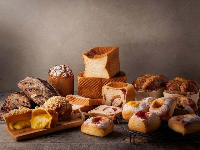 """<p>宇都宮からローカルの想いと食材をパンで繋ぐ本格派ベーカリーカフェ</p> <p>「THE STANDARD BAKERS TOKYO」6月17日オープン!</p> <p>素材や作り手の想いを込めたパンを購入できるベーカリーショップと</p> <p>焼きたてプレミアムバーガーを時間帯限定で提供するバーガースタンドを併設。。</p> <p>https://bit.ly/37zIvyU</p><div class=""""news_area is_type01""""><div class=""""thumnail""""><a href=""""https://bit.ly/37zIvyU""""><div class=""""image""""><img src=""""https://scontent-nrt1-1.xx.fbcdn.net/v/t1.0-9/104290434_2590302977892647_4032618290953216273_o.jpg?_nc_cat=111&_nc_sid=2d5d41&_nc_oc=AQnNsIDqoa4hYkSFLg4e1DX0aClIZBcOdpekudmiXlXQPHlNyCRqS7zoISLvPjPCaJw&_nc_ht=scontent-nrt1-1.xx&oh=7ab522404b28421017dc6c719d385b64&oe=5F0DB69B""""></div><div class=""""text""""><h3 class=""""sitetitle"""">The Standard Bakers</h3><p class=""""description"""">. THE STANDARD BAKERS TOKYO . いよいよ2日後オープン致します。 JR東日本東京駅構内 GRANSTA東京1階 . 丸の内中央改札⇄丸の内北改札の丁度中間になります。 周りは仮囲いで非常に分かりにくい場所ですが、探してみてください。 . 東京の皆さま初めまして。 . まだまだコロナの影響の大きい東京駅ですが、どうぞ宜しくお願い致します。 ....</p></div></a></div></div> ()"""